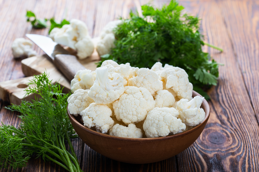 Cauliflower in bowl.